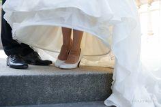 Hochzeit Brautschuhe Pumps weiß klassisch und schwarzer Lederschuh