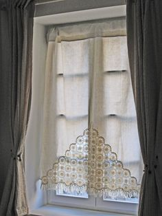 Crochet motifs inserts in a linen hand made curtain Crochet Curtains, Lace Curtains, Window Curtains, Crochet Decoration, Crochet Home Decor, Curtain Inspiration, Home Decor Inspiration, Drapes And Blinds, Linens And Lace