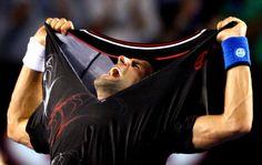 Djokovic se rasga após vitória em final épica de mais de 6 horas contra Nadal, no Australian Open