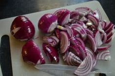 Dulceata de ceapa cu crema de otet balsamic   Savori Urbane Sausage, Vegetables, Urban, Food, Sausages, Veggies, Essen, Vegetable Recipes, Yemek