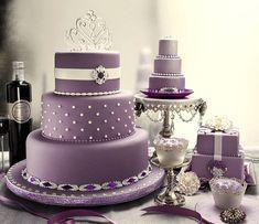 pasteles violetas