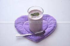 Mousse levinha de geleia Cooking Light, Glass Of Milk, Mousse, Carne, Tableware, Food, Full Fat Yogurt, Jelly Jars, Dessert Ideas
