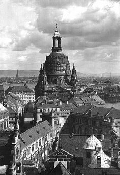 Germany, Dresden: view over the city with Frauenkirche, date unknown, probably German Architecture, Baroque Architecture, Beautiful Architecture, Dresden Bombing, Dresden Germany, Kirchen, Historical Sites, Geography, Paris Skyline