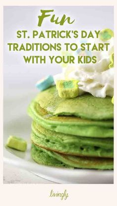 While St. Patrick's Day may not make the list of major holidays, that doesn't mean it isn't a fun chance for your kids to experience a little extra magic. Think back to your own childhood-- don't you remember trying to catch leprechauns? St Patrick Day Snacks, St Patricks Day Food, Holiday Treats, Holiday Recipes, Spring Recipes, Holiday Gifts, Argentina Food, Argentina Recipes, Sant Patrick