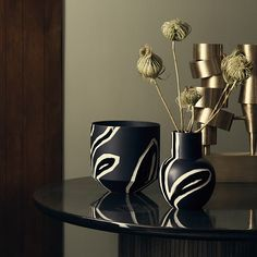 The small Fiora pot in elegant midnight blue has been designed by Stine Goya, Danish designer. The Fiora range is characterised by a distinctive relief that binds the range together and links strongly back to the proud decorative traditions, which have been a cornerstone in Kähler's history for more than 175 years.