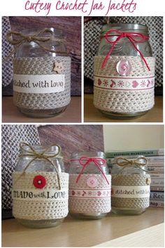 Crochet around mason jars Crochet Kitchen, Crochet Home, Cute Crochet, Crochet Crafts, Crochet Yarn, Crochet Projects, Diy Crafts, Easy Crochet, Crochet Blocks