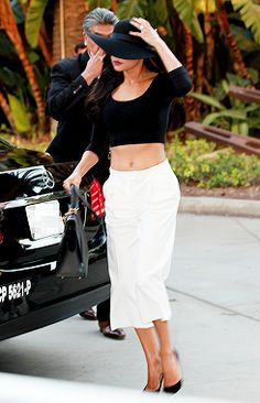 Naya went incognito in a wide brimmed black sun hat as she arrived at Staples Center for Justin Timberlake's 20/20 Experience Tour. - 8/13