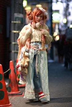 a Harajuku girl. Japanese Streets, Japanese Street Fashion, Tokyo Fashion, Harajuku Fashion, Harajuku Style, Harajuku Girls, Harajuku Japan, Japan Street, Tokyo Street Style