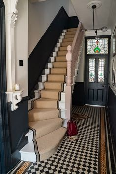 How to achieve your perfect stair runner. Hallway inspiration with this period style hallway complete with stair runner, tiled floor and dark painted wall panelling Hall Tiles, Tiled Hallway, Hallway Ideas Entrance Narrow, House Entrance, Modern Hallway, Entrance Hall, Upstairs Hallway, Modern Stairs, Entryway