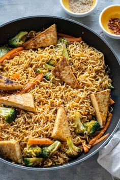 Ramen Noodle Stir Fry with Tofu Vegan Stir Fry, Tofu Stir Fry, Quick Stir Fry, Vegan Ramen, Homemade Stir Fry, Homemade Sauce, Thai Noodle Salad, Stir Fry Ingredients, Dinner Entrees