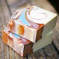 Well, my 'good feeling' (previous post) was spot on, I love this soap. Scent notes: Sandalwood, Patchouli, Amber... Yum. #lindaosullivan #mimi_and_boo #handmadesoap