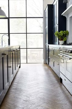 The Trinity Road Kitchen by Blakes London Open Plan Kitchen Diner, New Kitchen, Kitchen Ideas, Kitchen Living, Interior Design Kitchen, Interior And Exterior, English Kitchens, Farmhouse Kitchens, Dark Kitchens