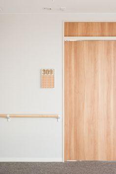 介護付有料老人ホーム あべやま : UMA / design farm Store Signage, Wayfinding Signage, Signage Design, Environmental Graphics, Environmental Design, Sign System, Assisted Living, Senior Living, Room Signs