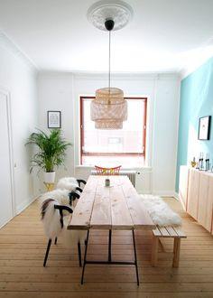 spisebord, plankebord, rustikt bord, ikea bordben, ikea spisestole, byg et plankebord, langt spisebord, ikea lampe, spisestue, indretning med IKEA, bordben til plankebord, moderne spisebord, DIY plankebord, træbord, planker til bord, langbord, langbord af træ, spisebord, stort spisebord