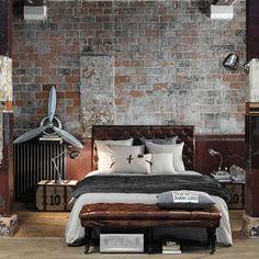 Camera da letto con arredo stile industriale.   Shabby chic bedrooms ...