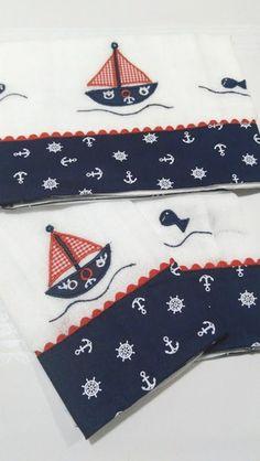 3 Fraldas Luxo Branca Cremer Marinheiro Nossos produtos são personalizados e exclusivos para dar toda sofisticação e conforto para seu neném. * Consultar frete. Medidas 2 fraldas tamanho: 33 cm x 33 cm 1 fralda tamanho: 70 cm x 70 cm - 934C70 Baby Knitting Patterns, Applique Patterns, Applique Designs, Hand Embroidery Flowers, Baby Embroidery, Embroidery Stitches, Baby Staff, Baby Sheets, Baby Sewing Projects
