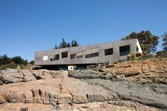Bahia Azul House / Felipe Assadi + Francisca Pulido