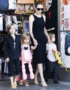"Angelina Jolie's kids ""were wonderfully supportive"" throughout her double mastectomy surgery"