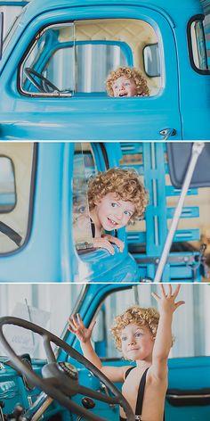 Book de 3 anos Session Car Ensaio fotográfico com carro antigo Fotografia Infantil em Curitiba  Ensaio fotográfico de menino Ensaio fotográfico diferente Ensaio fotográfico ao ar livre Ensaio fotográfico com cachorro Ensaio Infantil Book Infantil Fotografia de Criança Fotografia Lifestyle ao Ar Livre Kids Session