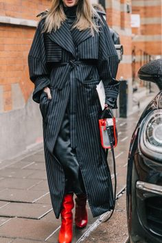 Trench Coat in Pinstripe and Red Boots – Milan Fashion Week line Fashion Weeks, Fashion 2018, Fashion Mode, Fashion Stores, Milan Fashion, Fall Outfits, Fashion Outfits, Womens Fashion, Mode Dope