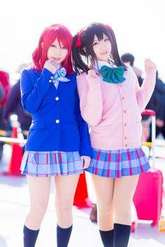 Cosplay Anime Costume Nishikino Maki and Yazawa Nico - Love Live! Cosplay Anime, Kawaii Cosplay, Cute Cosplay, Amazing Cosplay, Cosplay Outfits, Cosplay Girls, Cosplay Costumes, Belle Cosplay, Cosplay Mignon