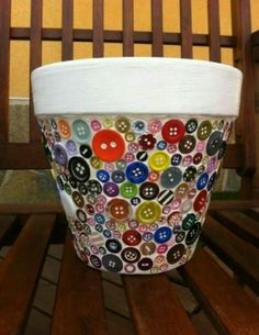 Terra Cotta Pot with Button Mosaic Mosaic Planters, Mosaic Flower Pots, Painted Flower Pots, Painted Pots, Mosaic Crafts, Mosaic Projects, Mosaic Art, Mosaic Glass, Flower Pot Crafts
