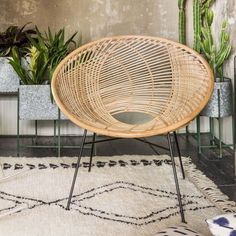 With rattan you are able to bend and it won't break. Whether the rattan is made of the standard climbing palm or whether it's a synthetic that imitates its physical appearance, chairs made from rattan are both stunning and functional. Furniture Logo, Rattan Furniture, Cheap Furniture, Furniture Design, Furniture Stores, Chair Redo, Diy Chair, Wooden Dining Chairs, Rattan Chairs