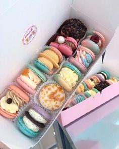 imagem no We Heart It Kawaii Dessert, Macaroon Recipes, Japanese Snacks, Cute Desserts, Food Goals, Cafe Food, Aesthetic Food, Cute Cakes, Food Cravings