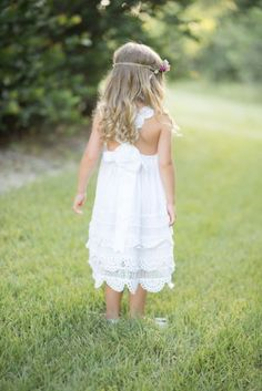 White flowergirl dress Enchanted Garden dress by Tea Princess photo by Luminescence Studios hair,makeup, styling & floral halos Style me Jaime Ribbon Hairstyle, Communion Hairstyles, Romantic Curls, Princess Photo, Garden Dress, Special Dresses, Trends, Fashion Tips For Women, Maid Of Honor