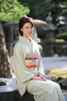 Gorgeous Fujii Mina in kimono & yukata. Japanese Costume, Japanese Kimono, Japanese Girl, Cute Japanese Women, Nagoya, Osaka, Japanese Beauty, Asian Beauty, Kyoto