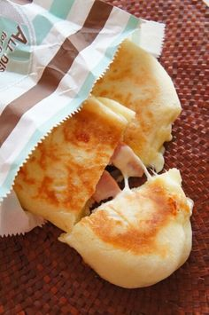 [捏ねない!発酵20分!]フライパンでとろ~りチーズとベーコンのパニーニ   珍獣ママ オフィシャルブログ「珍獣ママのごはん。」Powered by Ameba