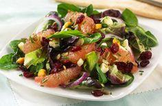 Salade de canneberges et d'agrumes avec des grains de tournesol