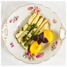 Spargel mit Kräutervinaigrette und Kartoffeln