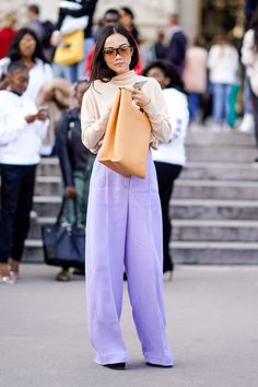 Pretty Purple Outfits People Profusely Prefer via Purple Pants Outfit, Purple Jeans, Beige Outfit, Purple Outfits, Colourful Outfits, Color Pants, Lila Jeans, Lila Outfits, Fashion Pants