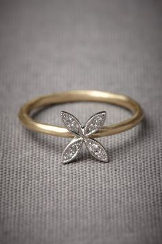 omg so beautiful and unique! i want something different like this for my engagment :] Quaternary Ring