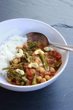 RECEPT: Indické cizrnové kari se zeleninou a rýží