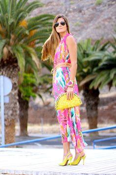 Marilyn's Closet luciendo el Modelo Lastre de Rebeca Sanver.  Disponible en Citron y en Indigo en: http://www.tiendarebecasanver.com/zapato-lastre-zapatos_de_tacon-rebeca_sanver-a0030_043.3php