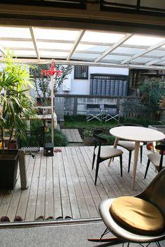 いわば第2のリビング。デッキも屋根も庭もすべてお父さんの手作り