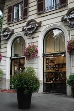 Panella - vetrine da Largo Leopardi  One of the best bakeries for breads of all shapes and tastes, fine pastries, chocolate, and pizza is Panella, on Largo Leonardi, 2. Very close to one of the four basilicas of Rome: Santa Maria Maggiore.