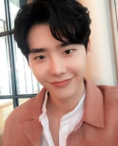 Uploaded by 마리아 ☽. Find images and videos about smile, handsome and lee jong suk on We Heart It - the app to get lost in what you love. Lee Jong Suk Cute, Lee Jung Suk, Korean Look, Korean Men, Asian Actors, Korean Actors, Korean Dramas, Jikook, Namjoon