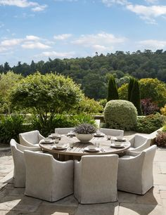 Are you looking for outdoor dining inspiration for your garden soirée this summer? From ideas on lighting, tableware, furniture & more, update your outdoor dining space with these 8 ideas. Luxury Garden Furniture, Outdoor Furniture Design, Outdoor Living Furniture, Malibu Homes, Outdoor Spaces, Outdoor Decor, Outdoor Stuff, Outdoor Ideas, Outside Patio