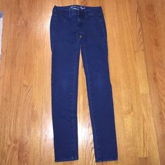 """AE Jegging American Eagle Jegging. 95% cotton 5% spandex. 30"""" inseam. Can be bundled with other AE and or Bullhead jeans. Make your offer. American Eagle Outfitters Jeans"""