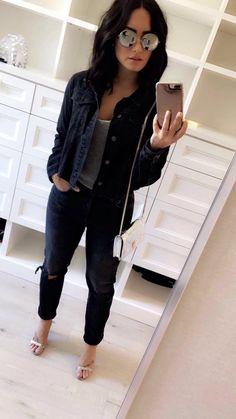 Demi Lovato mirror selfie