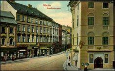 Chodíte-li centrem Olomouce, sotva můžete tento dům minout. Patří vtom nejužším historickém jádru města, vmístech, kde vznikala první zástavba královského města, knejvýraznějším a největším budovám. Pojďme se tedy podívat na dějiny domu vOstružnické ulici...
