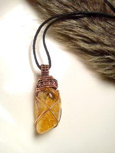 Aký kameň si vybrať, význam minerálov, kamene, drôtený medený šperk, prívesok s minerálom, tepaný drôtikovaný náhrdelník s kameňom, citrín.