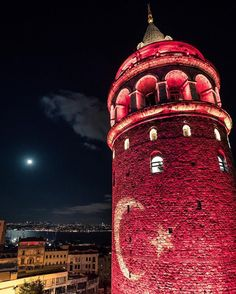 Turkish flag illuminated Galata Tower at night in İstanbul. Most Beautiful Cities, Wonderful Places, Romantic Honeymoon, Turkey Travel, Water Tower, Hagia Sophia, Background Pictures, Galaxy Wallpaper, Places Around The World