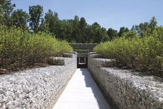 Photograph of the Gabion retaining walls at Park of the Laments created by Alfredo Jaar. Can be seen at the Indianapolis Museum of Art. Landscape Architecture, Landscape Design, Garden Design, Architecture Plan, Gabion Retaining Wall, Indianapolis Museum, Parking Design, Garden Spaces, Outdoor Entertaining