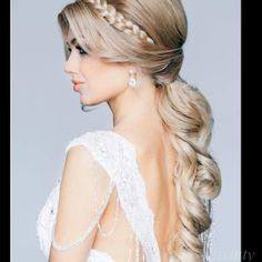 Beautiful hair style for an evening out.