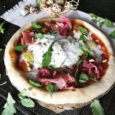 Pizza Legume, Sauce Tomate, Toque, Vegetable Pizza, Vegetables, Food, Tomatoes, Food Recipes, Quail Eggs