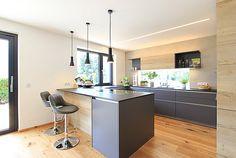 Moderne Küche mit versteckter Speis   Laserer Tischlerei Home Lighting, New Kitchen, House Plans, Sweet Home, Furniture, Bude, Home Decor, Kitchens, Houses